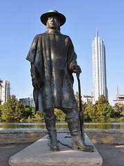 Austin - S.R.V. Statue (Drriss & Marrionn) Tags: street city sculpture usa statue austin texas outdoor blues streetlife streetscene urbanjungle guitarplayer srv austintx bluesmusic streetviews rockandrollhalloffame citytrip stevierayvaughan