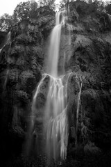 Plitvice national park, Croatia (pas le matin) Tags: longexposure travel bw cliff water canon waterfall nationalpark rocks europe croatia 7d plitvice canoneos7d