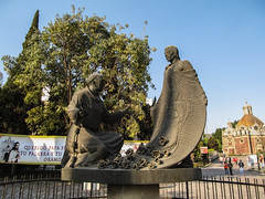 """Mexico City: la tunique miraculeuse de Juan Diego arborant l'image de la Vierge <a style=""""margin-left:10px; font-size:0.8em;"""" href=""""http://www.flickr.com/photos/127723101@N04/24795596954/"""" target=""""_blank"""">@flickr</a>"""