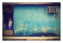 blue facade (kurtwolf303) Tags: city blue urban woman house building topf25 facade person topf50 topf75 500v20f cuba streetphotography haus stadt caribbean blau frau topf100 gebude 800views kuba omd fassade digitalphotography pinardelrio karibik viales 900views strase urbanlifeinmetropolis 750views 250v10f systemcamera unlimitedphotos micro43 microfourthirds olympusem5 kurtwolf303