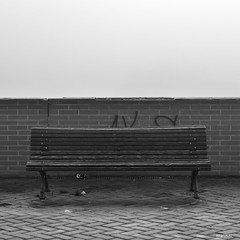 """Banco y niebla"" (MAQTIRIRI) Tags: byn banco niebla blacoynegro"