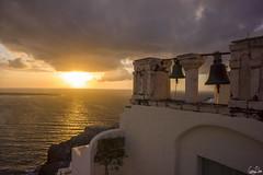 Cloches d'Oia au couch de soleil (Rosca75) Tags: mer village mur santorin blanc oia cloche couchdesoleil mditerrane