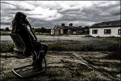 Surveillance (BriceLahy) Tags: abandoned nikon gaz nana radioactive 1855 fille hdr chaise usine abandonned masque radioactif urbex abandonn gonzesse d3200