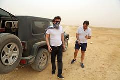 Francis joue au Jihad (Dlirante bestiole [la posie des goupils]) Tags: dusty sand jeep middleeast saudiarabia dsert wrangler francophonie arabie enmarge