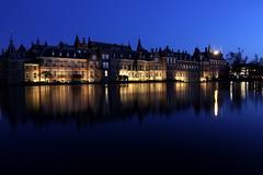 Het Binnenhof (Theo Bauhuis) Tags: blue night nacht denhaag government binnenhof spiegeling hoofdstad