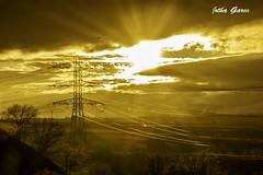 Atardecer Dorado/ Golden Sunset (Jotha Garcia) Tags: sunset sky tower landscape atardecer golden ray torre abril paisaje cielo april tension dorado rayos 2016 highvoltagetower nikond3200 voltaje torrealtatension jothagarcia