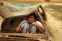 Francis drague les meufs (Dlirante bestiole [la posie des goupils]) Tags: old car cake sand driving middleeast saudiarabia dsert fangio francophonie pave arabie enmarge