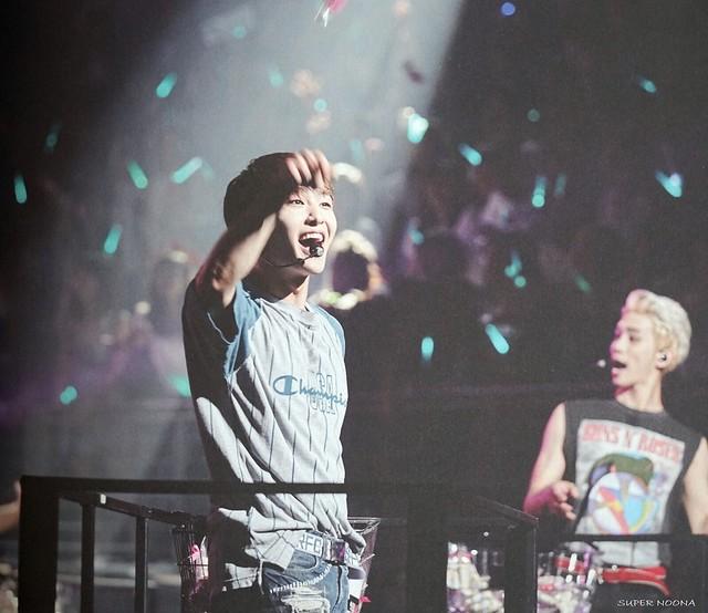160421 SHINee @ Photobook SHINee World Concert IV 26647911195_edfb4a2e9e_z