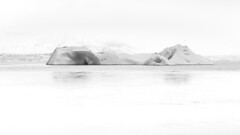 Lagune du glacier (Tiph Haine) Tags: blackandwhite bw white france ice canon french landscape eos is iceland wb l usm fullframe amateur f4 franais islande jkulsrln lightroom 6d 24105 llens 24105mm canonef24105mmf4lisusm llenses canon6d canonfrance canoneos6d pleinformat