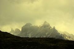 Los Cuernos (Jorge A. Hernández) Tags: chile parque patagonia naturaleza luz southamerica granite contraste cuernos nube roca torres paine granito sudamérica metamorfismo