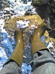 Nora Winner (northseaboy) Tags: schnee snow rain station train river wasser boots zug rubber jeans riding nora gelb wellingtonboots bahn wellies waders rubberboots gummistiefel wellingtons gummihandschuhe gayrubber reitstiefel watstiefel gummistvlar gummireitstiefel regensachen