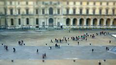 Louvre tilt shift (Yann OG) Tags: paris france museum french miniature louvre mini muse 169 franais parisian cour napolon tiltshift parisien sigma30mm effetmaquette