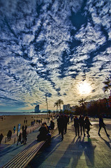 Barcelona (ancama_99(toni)) Tags: barcelona cielo sky núbes clouds gente people sol sun explore 10000views 100faves