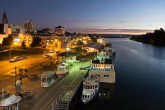 Valdivia, Chile (Alvaro Lovazzano) Tags: chile valdivia nocturna cili cile 700d t5i canon noche notte night río river fiume muelle embarcadero barca barco bote boat atardecer tramonto sunset anochecer