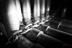 Station de métro De Castelnau (2) (Yasur.sur.Flickr) Tags: bw monochrome station subway nikon scaffolding montréal noiretblanc montreal métro tube highcontrast chain d750 scaffold 20mm stm chaine tuyau yasur échaffaudage contrasteélevé échaffaud