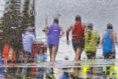 Reflejos maratonianos (Carhove) Tags: street rain sport reflections lluvia marathon reflejo deporte maraton carrera