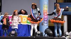 Koningsdag 2016: muzikaal vermaak voor de kinderen op de Grote Markt (Gr.) (Maarten Kroon) Tags: holland dutch stage kinderen podium muziek groningen stad grotemarkt livemuziek 2016 grunn koningsdag telekids
