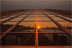Hamburg im Spiegel - 17031602 (Klaus Kehrls) Tags: abend sonnenuntergang hamburg architektur hafen elbe abendlicht platinumheartaward spiegelungfassade