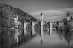 Pont Valentré in BW (Denis Vandewalle) Tags: old bw france reflection stone river landscape lot rivière reflet pont pierres paysage cahors k5 moyenâge quercy midipyrénées pontvalentré