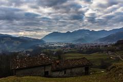 Casnigo (Alieno95) Tags: winter light panorama mountain day cloudy walk alpini nebbia inverno montagna luce degli giorno passeggiata nuvoloso prati cappelletta casnigo valgandino
