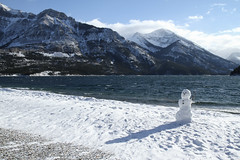 Waterton Lakes National Park (MetallYZA) Tags: winter lake snow canada mountains rockies snowman hiver january lac alberta neige janvier rocheuses waterton montagnes parkscanada bonhommedeneige 2016 watertonlakesnationalpark parcscanada