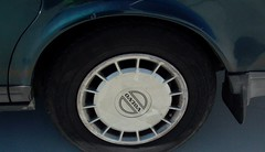 Volvo 240 hubcap (Mulder Bean) Tags: leica volvo 1990 240 digilux
