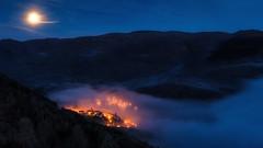 ZORRAQUIN (sgsierra) Tags: españa moon fog night noche la spain pueblo luna nocturna ezcaray rioja niebla zorraquín