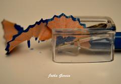 Preparando el lapicero (Jotha Garcia) Tags: blue color colour macro azul pencil nikon invierno sharpener marzo lapicero 2016 sacapuntas d3200 closeup10 jothagarcia