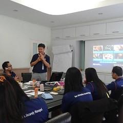 ให้บริการฝึกอบรม First Aid&CPR,AED หลักสูตรชั้นเรียน ส่วนตัวหรือกลุ่มแบบเดิมๆ และแนะนำหลักสูตรในระบบออนไลน์อินเทอร์เน็ต เรียนด้วยระบบภาษาอังกฤษ ไม่จำกัดเวลาและจำนวนนักเรียน  เมื่อผ่านการสอบออนไลน์เข้ารับการฝึกปฏิบัติประเมินผลขั้นสุดท้ายในชั้นเรียนรุ่นละไม
