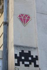 Invader + Diamant_1299 Paris 11 (meuh1246) Tags: streetart paris spaceinvaders invader mosaque diamant ruesaintmaur paris11 lediamantaire