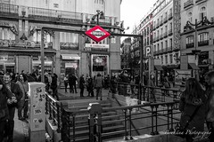 Metro station Sol - Madrid (Bouhsina Photography) Tags: madrid street red blackandwhite bw white black sol monochrome station canon shopping rouge photography spain noiretblanc metro espana rua rue espagne placa selective ambiance ambiente 2016 bicolore ef247028 bouhsina 5diii bouhsinaphotography
