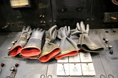 AD8A0292_p (thebiblioholic) Tags: newyorkcity gloves gct grandcentralterminal wps