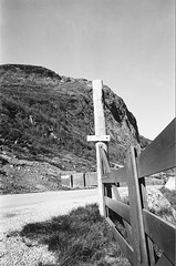 Nystuen (IggyRox) Tags: road blackandwhite mountains film nature norway 35mm fence norge highway europe north hike rest scandinavia filefjell vang e16 oppland tyinkrysset