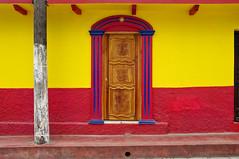C/ Comitan 31 - A (Juan Ig. Llana) Tags: color mxico rojo arquitectura puerta explorer amarillo fachada chiapas sancristbaldelascasas callecomitan