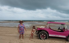 Canoa Quebrada, Cear. (Elias Rovielo) Tags: family pink vacation chuva frias rainy cear buggy dunas ce lagoas nordeste canoaquebrada aracati rosachoque comemoo beachparkwellnessresort brasilfamlia