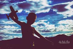 Comenzando el vuelo (Luis Carlos Florez) Tags: life blue boy love luz azul clouds nuvole child blu live like an bleu amour cielo nubes dreams jugar sorriso years montaa nuages cinta enfant nio sourire ao tahun capodanno baru avion  senyum anak rire biru nouvel vivere  vivre  bambino  volare volar ridere 2016    soar hidup vivir voler amare   sognare terbang rver  tertawa awanawan bermimpi