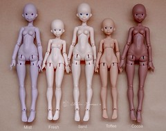Color comparison - Atelier Momoni Doll + (Lola  Atelier Momoni +) Tags: doll vespa bjd artistdoll ateliermomoni momoni nena02