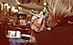 (Angela Schlafmtze) Tags: hand nacht mano notte attesa zigarette sigaretta gesto geste contemplazione betrachtung percettibile merklich