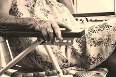 22/365 Volver a un lugar nuevo (Lau Armoa) Tags: old project photography back nikon day hand grandmother abuela mano 365 proyecto volver vejez d5200