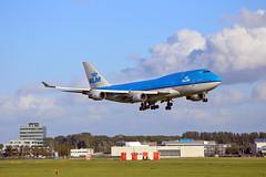JUMBO KLM, LANDING (Josep Oll) Tags: holland photography airport foto aircraft nederland thenetherlands landing holanda boeing klm heavy schiphol avin aeropuerto ams spotting jumbo aterrizaje spotters duch a pista27 eham2015