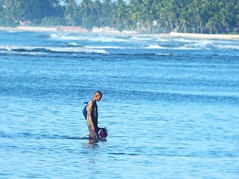 azul azur (maxmedl) Tags: sea azul strand mar fishing fisherman meer playa el blau fischer buscando azur fischen azurblau pescator buscator