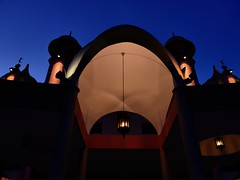 Entrance to .... (nabesarawak) Tags: light architecture evening mosque lump