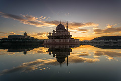 A place that I always love to visit. (HakiimMislam) Tags: sky canon sony wideangle filter lee malaysia putrajaya 1740 masjid gnd masjidputra sonya7 raymaster