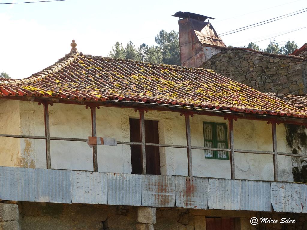 Águas Frias (Chaves) - ... uma casa desabitada ...
