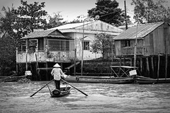 Life at the Mekongriver (Iam Marjon Bleeker) Tags: blackandwhite boat streetphotography streetlife vietnam mekongdelta mekong cantho mekongriver lifeinthemekongdelta vpdag111060531zw