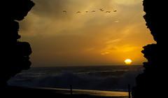 ENTRE ROCAS COLOR (jpi-linfatiko) Tags: chile sunset sea sky sun seagulls sol beach atardecer mar rocks playa cielo puestadesol gaviotas rocas pelluhue