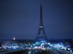 Ce soir, #paris s'est mobilise lors de #EarthHour en teignant #LaTourEiffel #Cities4Climate (y.caradec) Tags: paris latoureiffel earthhour cities4climate