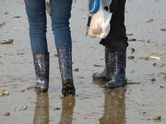 Beach walk (willi2qwert) Tags: beach wet water girl strand women wasser wellies watt rubberboots gummistiefel wellingtons gumboots rainboots regenstiefel