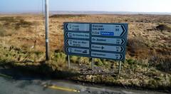 Baile na hAbhann (Ireland) - An Gaeltacht (Danielzolli) Tags: ireland irish galway sign irland schild gaeilge gaelic ortsschild segno wegweiser znak strassenschild ire irisch indicazione irlandia irsko indicacion glisch gailimh ballynahown irlandija bailenahabhann gaedhealtacht