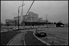 Bucarest - Roumanie - 1999 (aRGeNTiC yeaRS) Tags: street car town europe voiture romania rue ville trafic roumanie bucarest mitteleuropa ceauescu didierhubert
